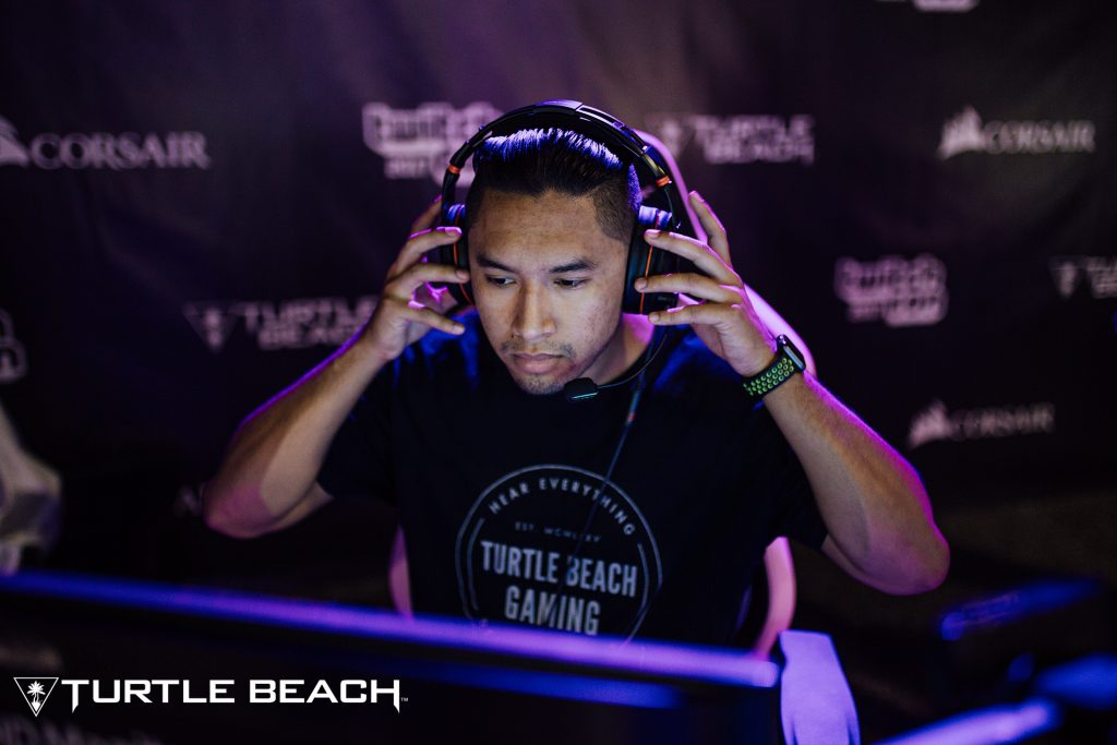 A streamer at TwitchCon 2017 streams using the Elite Pro gaming headset by Turtle Beach.