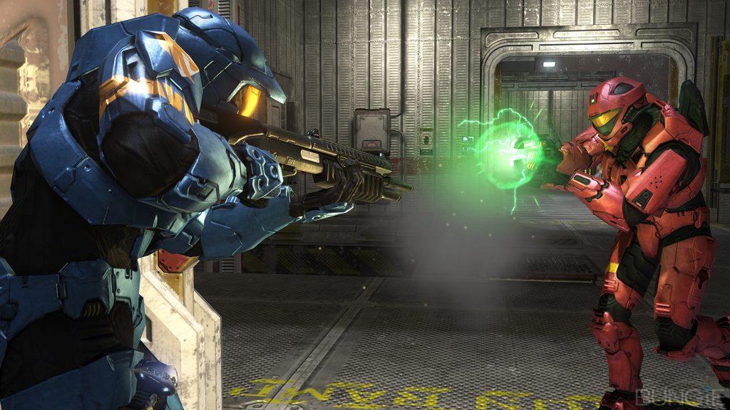 Shotgun wielding Spartan against charged plasma pistol wielding Spartan.