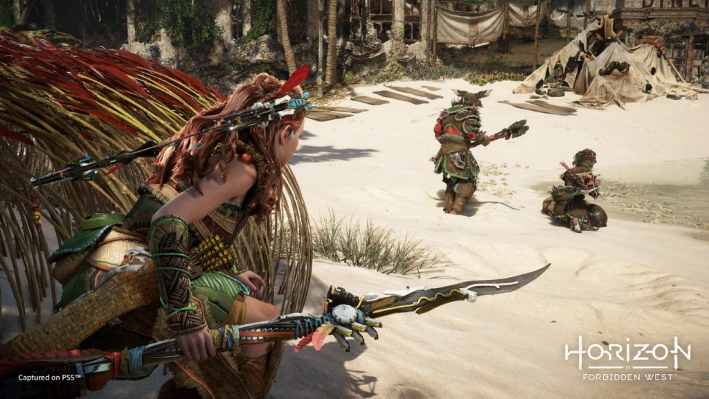 Aloy sneaking up on human hunters.
